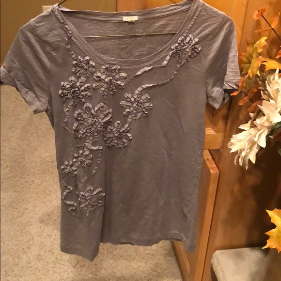 J. Crew Tops - Jcrew grey tee with floral design - size xs